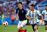 KAZAN - RUSIA, 30-06-2018: Benjamin PAVARD (Izq) jugador de Francia disputa el balón con Angel DI MARIA (Der) jugador de Argentina durante partido de octavos de final por la Copa Mundial de la FIFA Rusia 2018 jugado en el estadio Kazan Arena en Kazán, Rusia. / Benjamin PAVARD (L) player of France fights the ball with Angel DI MARIA (R) player of Argentina during match of the round of 16 for the FIFA World Cup Russia 2018 played at Kazan Arena stadium in Kazan, Russia. Photo: VizzorImage / Julian Medina / Cont