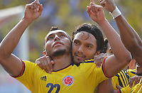 BOGOTA - COLOMBIA -17-03-2013: Carlos Valdés (Izq.) y Abel Aguilar (Der.) de Colombia corren a celebrar gol durante  partido Colombia - Bolivia en el Estadio Metropolitano Roberto Meléndez en la ciudad de Barranquilla, marzo 22 de 2013. Partido de la 11 ª fecha de las Clasificatorias Sudamericanas para la Copa Mundial de la FIFA Brasil 2014. (Foto: VizzorImage / Alfonso Cervantes / Cont). Carlos Valdés (L) and Abel Aguilar (R) of Colombia run to celebrate a gaol scored during of the match Colombia - Bolivia at the Metropolitan Stadium Roberto Melendez in Barranquilla city, on March 16, 2013. Game of the 11th round of the South American Qualifiers for the FIFA World Cup Brazil 2014. (Photo: VizzorImage / Alfonso Cervantes / Cont.)