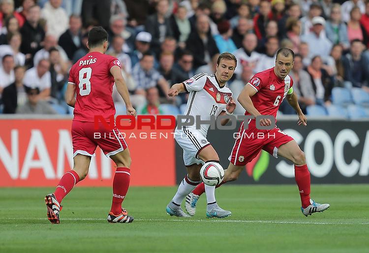 EM 2015 Qualifikationsspiel, Gibraltar vs. Deutschland<br /> Aaron Papas (Gibraltar), Mario G&ouml;tze (Deutschland), Roy Chipolina (Gibraltar)<br /> <br /> <br /> Foto &copy; nordphoto /  Bratic
