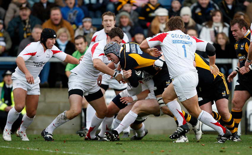 Photo: Richard Lane/Richard Lane Photography..London Wasps v Newcastle Falcons. Guinness Premiership. 25/11/2007. .Wasps' James Haskell attacks.