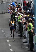 BOGOTA - COLOMBIA - 31-07-2016: Purity Rionoripio de Kenia en damas, se impuso en la media maraton de Bogota con un tiempo de 1h 11m 56s donde participaron mas de 40.000 atletas. / Purity Rionoripio of Kenya in ladies, won the Bogota Half Marathon with a time of 1h 11m 56s, with the participation of over 40,000 athletes. Photo: VizzorImage / Luis Ramirez / Staff.