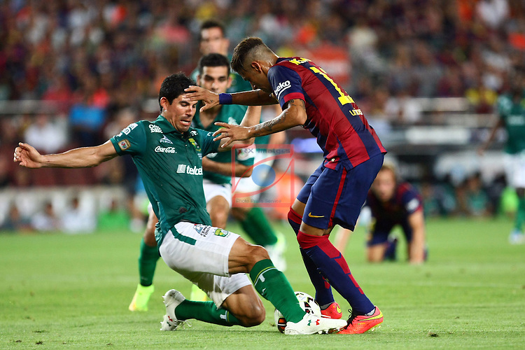 49e Trofeu Joan Gamper.<br /> FC Barcelona vs Club Leon FC: 6-0.<br /> Neymar Jr. Vs Jonny Magallon.