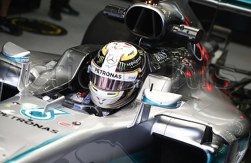 01.04.2016. Bahrain. FIA Formula One World Championship 2016, Grand Prix of Bahrain, Practise day.  44 Lewis Hamilton (GBR, Mercedes AMG Petronas Formula One Team)