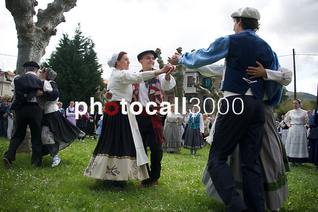 Representación de una boda tradicional vasca