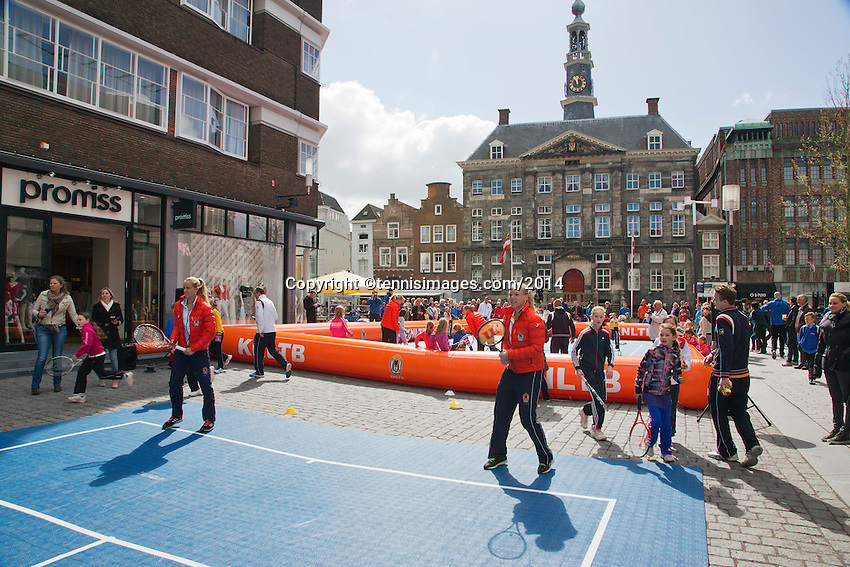 The Netherlands, Den Bosch, 16.04.2014. Fed Cup Netherlands-Japan, Street tennis on the market in the city center, with Fed Cup Team<br /> Photo:Tennisimages/Henk Koster