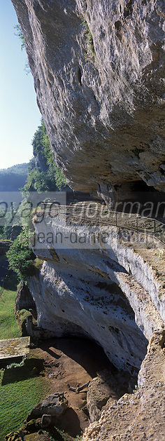 Europe/France/Aquitaine/24/Dordogne/Environ les Eyzies-de-Tayac : La roque Saint-Christophe