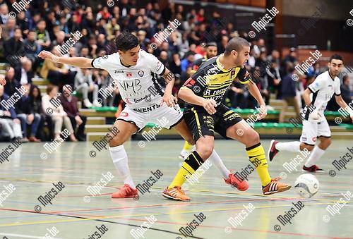 2016-10-14 / Futsal / Seizoen 2016-2017 / FT Antwerpen - Lier / Said Bouzambou (l. Antwerpen) met Yousef El-Boubsi<br /> <br /> ,Foto: Mpics.be