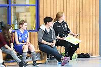 Groß-Gerau 23.04.2017: WU17 Hessenpokal TV Gross-Gerau vs. TSV Krofdorf/Gleiberg<br /> Trainerin und Abteilungsleiterin Antje Gonnermann mit ihrer Co-Trainerin Marion Friedrich<br /> Foto: Vollformat/Marc Schüler, Schäfergasse 5, 65428 R'heim, Fon 0151/11654988, Bankverbindung KSKGG BLZ. 50852553 , KTO. 16003352. Alle Honorare zzgl. 7% MwSt.
