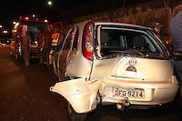 SAO PAULO, SP, 01/07/2012, ACID AV.  SALIM MALUF.<br /> <br /> Na noite de ontem (01) dois veiculos colidiram na Av. Salim Farah Maluf altura da Rua Montesina, duas faixas ficaram interditas para o socorro as tres vitimas resultantes da colisão.<br /> <br />  Luiz Guarnieri/ Brazil Photo Press
