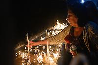 SÃO PAULO, SP, 28.08.2014 - DIA DE SÃO JUDAS TADEU : Devotos celebram o Dia de São Judas Tadeu no Santuário São Judas Tadeu, na Avenida Jabaquara em São Paulo, na noite desta terça-feira (28). (Foto: Levi Bianco / Brazil Photo Press)
