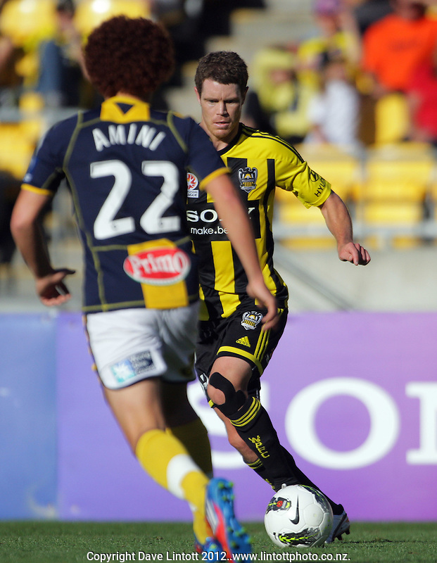 Tony Lochhead in action during the A-League football match between Wellington Phoenix v Central Coast Mariners at Westpac Stadium, Wellington, New Zealand on Sunday, 25 March 2012. Photo: Dave Lintott / lintottphoto.co.nz