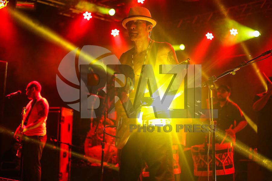 SÃO PAULO,SP,08.11.2014 - SHOW NAÇÃO ZUMBI - Lucio Maia guitarrista  da Nação Zumbi durante show realizado na noite de ontem (07) na inauguração do Espaço Verona em Santana na Zona Norte de São Paulo.(Foto:Ale Vianna/Brazil Photo Press).