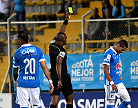 BOGOTA - COLOMBIA -25 - 11 - 2017: Gustavo Murillo (Cent.), arbitro, muestra tarjeta amarilla a Ayron del Valle (Der.) jugador Millonarios, durante partido de ida entre La Equidad y Millonarios, de los cuartos de final la Liga Aguila II - 2017, jugado en el estadio Metropolitano de Techo de la ciudad de Bogota. / Gustavo Murillo (C), referee, shows yellow card to Ayron del Valle (R) player of Millonarios, during a match for the first leg between  La Equidad and Millonarios, to the quarter of finals for the Liga Aguila II - 2017 at the Metropolitano de Techo Stadium in Bogota city, Photo: VizzorImage  / Luis Ramirez / Staff.