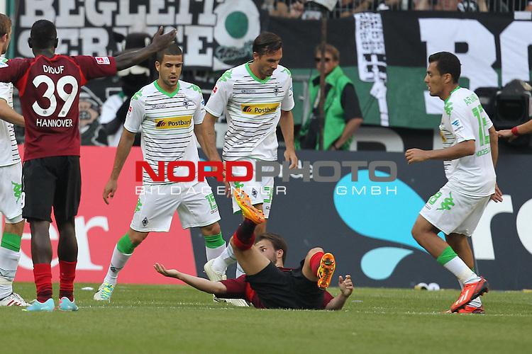17.08.2013, Borussia Park, Moenchengladbach, GER, 1. FBL, Borussia Moenchengladbach vs Hannover 96, im Bild<br /> Foul an Szabolcs Huszti (Hannover #10), doch der Schiedsrichter gibt es nicht. Szabolcs Huszti (Hannover #10) regt sich sp&auml;ter dar&uuml;ber auf<br /> <br /> Foto &copy; nph / Mueller