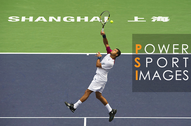 SHANGHAI, CHINA - OCTOBER 15:  Jo-Wilfried Tsonga of France returns a ball to Andy Murray of Great Britain during day five of the 2010 Shanghai Rolex Masters at the Shanghai Qi Zhong Tennis Center on October 15, 2010 in Shanghai, China.  (Photo by Victor Fraile/The Power of Sport Images) *** Local Caption *** Jo-Wilfried Tsonga