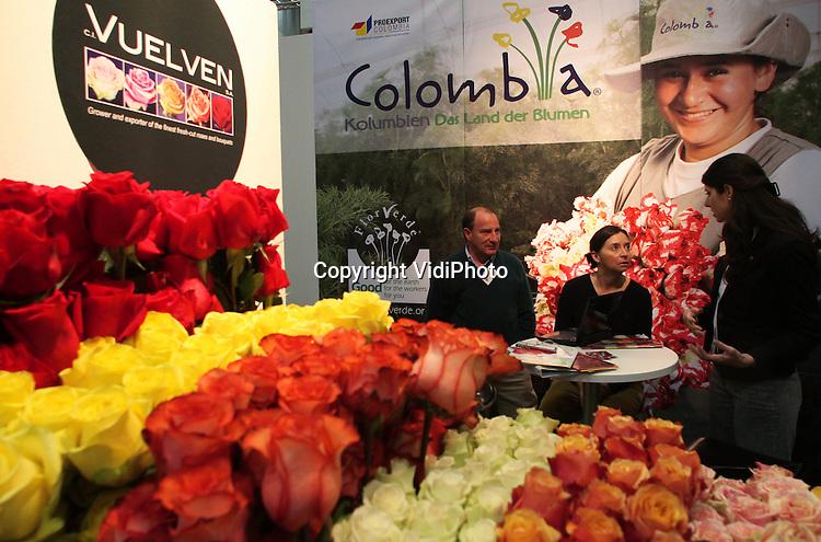 Foto: VidiPhoto..ESSEN - De internationale plantenbeurs IPM in het Duitse Essen, met meer dan 1500 exposanten vanuit de hele wereld (meer dan 40 naties). De exposanten uit Nederland waren de grootste buitenlandse participatie op de beurs. De gezamenlijke stand van 58 Nederlandse boomkwekerijen was groter dan ooit. Foto: De stand van Colombia..