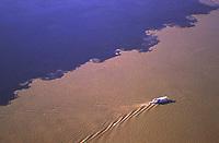 Encontro das águas dos rios Negro e Solimões, em Manaus- Amazonas - Brasil<br /><br />©Foto: Marcello Lourenço/ Interfoto