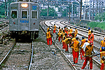 Trabalho de manutenção de ferrovia. Rio de Janeiro. 2001. Foto de Rogério Reis.