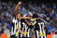 ATENÇÃO EDITOR: FOTO EMBARGADA PARA VEÍCULOS INTERNACIONAIS. - RIO DE JANEIRO, RJ, 09 DE SETEMBRO DE 2012 - CAMPEONATO BRASILEIRO - BOTAFOGO X NAUTICO - Jadson, jogador do Botafogo, comemora o gol de Andrezinho, durante partida contra o Nautico, pela 23a rodada do Campeonato Brasileiro, no Stadium Rio (Engenhao), na cidade do Rio de Janeiro, neste domingo, 09. FOTO BRUNO TURANO BRAZIL PHOTO PRESS