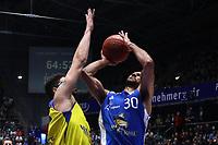 Philip Scrubb (Fraport Skyliners) wirft - 05.11.2017: Fraport Skyliners vs. EWE Baskets Oldenburg, Fraport Arena Frankfurt