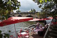 Henley on Thames. United Kingdom.  Red Lion Hotel Riverside Terrace.    Thursday,  30/06/2016,      2016 Henley Royal Regatta, Henley Reach.   [Mandatory Credit Peter Spurrier/ Intersport Images]