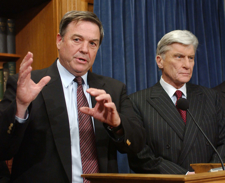 12/06/04.INTELLIGENCE REFORM BILL--House Armed Services Chairman Duncan Hunter, R-Calif., and Senate Armed Services Chairman John W. Warner, R-va., during a news conference announcing their satisfaction with new language in the intelligence reform bill. Hunter is one of the last holdouts on the intelligence bill (S2845). The new language he endorsed would assure that a director of national intelligence would not interfere with the chain of command in the military -- an issue that has stalled the legislation for more than a month. The House will debate the bill tomorrow, the Senate on Wednesday..CONGRESSIONAL QUARTERLY PHOTO BY SCOTT J. FERRELL