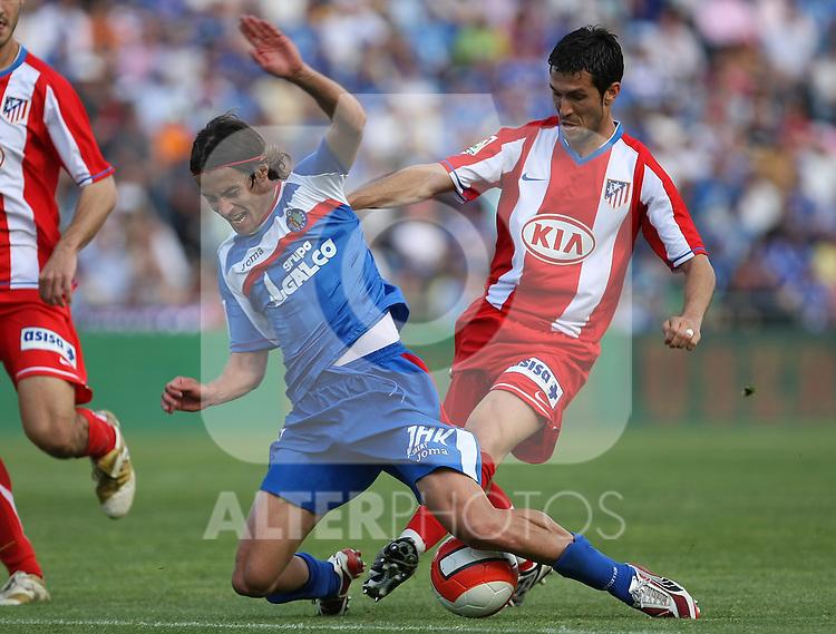 Getafe's David Cortes (l) and Atletico de Madrid's Luis Garcia (r) during La Liga match. April 27 2008. (ALTERPHOTOS/Acero).