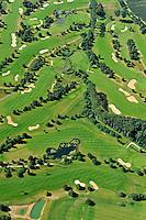 Golf Club am Sachsenwald : EUROPA, DEUTSCHLAND, SCHLESWIG- HOLSTEIN, (GERMANY), 09.07.2011: Golf-Club am Sachsenwald,   Golfplatz Dassendorf. - Aufwind-Luftbilder - Stichworte: golf , Personen, Golfplatz, Bunker, Green, Rasen, Gruenwiese, Wiese, Gras, gruen, Gruenanlage, Gruenanlagen, platz, Golf, Sport, Sportanlage, Golfsport, Sportart, Freizeit, Freizeitsport, Freizeitbeschaeftigung, Hobby, Hobbies, kuenstliche Landschaft, unternehmen, Menschen, Person, Golfspieler, Golfspiel, Golfplatz, Golfplaetze, Spiel, spielen, Spieler, golfen, schlagen, Sandloch, Sandloecher, Bunker, Sandbunker, Sand, Luftbild, Draufsicht, Luftaufnahme, Luftansicht, Luftblick, Flugaufnahme, Flugbild, Vogelperspektive, Ueberblick, Uebersicht Luftbild, Luftansicht, Golf , Personen, Golfplatz, Bunker, Green, Gruen, Einlochen, Rasen, Luftbild, Luftansicht, Aufwind-Luftbilder.Ein Golfplatz ist ein Areal in der Natur, auf dem Golf gespielt wird. Es handelt sich somit um eine besondere Form der Sportstaette. Normalerweise wird ein Golfplatz von einem Golfarchitekten entworfen. Wesentliche Elemente sind dabei Abschlaege, Fairways und Gruens die jeweils mit einer Vegetation aus unterschiedlichen Sportrasenarten gedeckt sind. Dazu kommen noch die Bunker , mit Sand gefuellte Loecher. c o p y r i g h t : A U F W I N D - L U F T B I L D E R . de.G e r t r u d - B a e u m e r - S t i e g 1 0 2, 2 1 0 3 5 H a m b u r g , G e r m a n y P h o n e + 4 9 (0) 1 7 1 - 6 8 6 6 0 6 9 E m a i l H w e i 1 @ a o l . c o m w w w . a u f w i n d - l u f t b i l d e r . d e.K o n t o : P o s t b a n k H a m b u r g .B l z : 2 0 0 1 0 0 2 0  K o n t o : 5 8 3 6 5 7 2 0 9.V e r o e f f e n t l i c h u n g n u r m i t H o n o r a r n a c h M F M, N a m e n s n e n n u n g u n d B e l e g e x e m p l a r !.