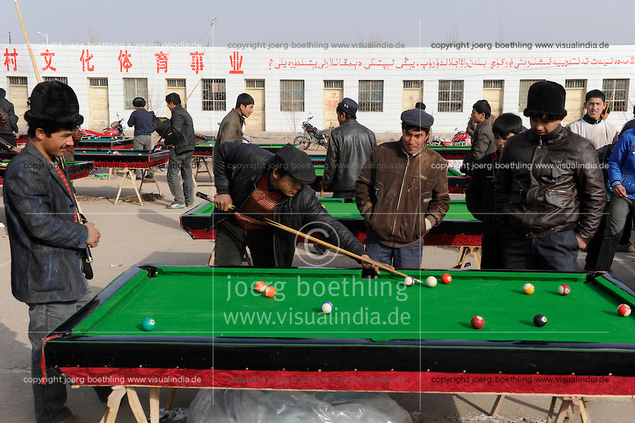"Asien CHINA Provinz Xinjiang , Stadt Kashgar hier lebt das muslimische Turkvolk der Uiguren die durch massive Zuwanderung von Han Chinesen zur Minderheit werden , Uiguren spielen Billiard | .Asia CHINA province Xinjiang city Kashgar where uyghur people are living , uighur men play pool .| [ copyright (c) Joerg Boethling / agenda , Veroeffentlichung nur gegen Honorar und Belegexemplar an / publication only with royalties and copy to:  agenda PG   Rothestr. 66   Germany D-22765 Hamburg   ph. ++49 40 391 907 14   e-mail: boethling@agenda-fototext.de   www.agenda-fototext.de   Bank: Hamburger Sparkasse  BLZ 200 505 50  Kto. 1281 120 178   IBAN: DE96 2005 0550 1281 1201 78   BIC: ""HASPDEHH"" ,  WEITERE MOTIVE ZU DIESEM THEMA SIND VORHANDEN!! MORE PICTURES ON THIS SUBJECT AVAILABLE!! ] [#0,26,121#]"