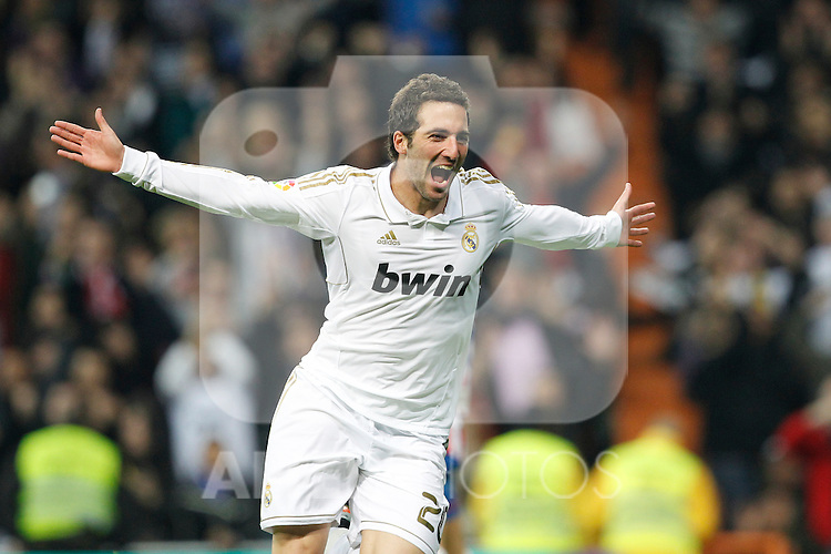 Real Madrid's Gonzalo Higuain goal during Spanish  League match on november 26th, 2011..Photo: Cesar Cebolla / ALFAQUI