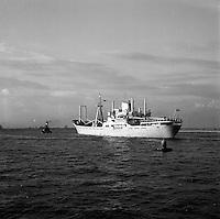 1961. Schip Benizar uit Bilbao in de haven van Antwerpen.