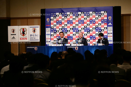 (L-R)  Hiromi Hara,   Alberto Zaccheroni,  Daisuke Yano (JPN),<br /> MAY 12, 2014 - Football / Soccer :<br /> Japan's head coach Alberto Zaccheroni during the press conference for the announcement of the 23-member Japan squad for the FIFA 2014 World Cup at Grand Prince Hotel Takanawa in Tokyo, Japan. (Photo by AFLO)