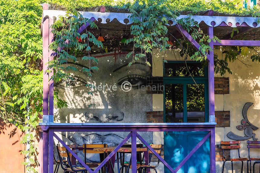 France, Cher (18), La Borne, café Chez les Filles // France, Cher, La Borne, Chez les Filles Cafe