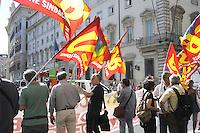 Roma, 10 Agosto 2011.Piazza colonna.USB Unione Sindacale di Base, manifesta davanti Palazzo Chigi sede del Governo ,durante l'incontro tra governo e parti sociali sulla manovra economica