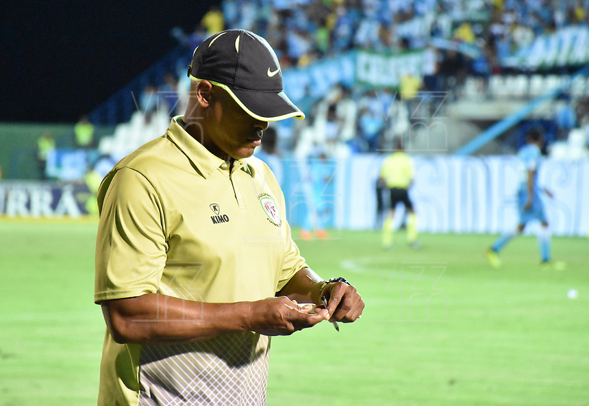 MONTERIA - COLOMBIA, 19-08-2018: Jose Manuel Rodriguez, técnico de Jaguares, gesticula durante partido entre Jaguares de Córdoba y Independiente Santa Fe por la fecha 5 de la Liga Águila II 2018 jugado en el estadio Municipal de Montería. / Jose Manuel Rodriguez, coach of Jaguares, gestures during the match between Jaguares of Cordoba and Independiente Santa Fe for the date 5 of the Liga Aguila II 2018 at the Municipal de Monteria Stadium in Monteria city. Photo: VizzorImage / Andres Felipe Lopez / Cont