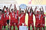die Bayern mit der Meisterschale, Siegerehrung,<br />Lucas HERNANDEZ (M) mit der Schale, <br />Jubel, jubeln, Freude, cheers, <br /><br />Sport: Fussball: 1. Bundesliga: Saison 19/20: 34.Spieltag, <br />VFL WOLFSBURG - FC BAYERN MUENCHEN <br />am 27.06.2020 in der Volkswagen Arena Wolfsburg, <br /><br />Nur fuer journalistische Zwecke! <br />Only for editorial use!<br />Gemaess den Vorgaben der DFL Deutsche Fussball Liga ist es untersagt, in dem Stadion und/oder vom Spiel angefertigte Fotoaufnahmen in Form von Sequenzbildern und/oder videoaehnlichen Fotostrecken zu verwerten bzw. verwerten zu lassen. <br />DFL regulations prohibit any use of photographs as image sequences and/or quasi-video.<br />National and International News Agencies OUT<br />NO RESALE!