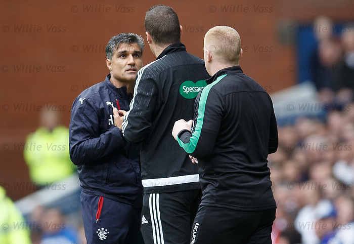 Helder Baptista complains about the Hibs bench