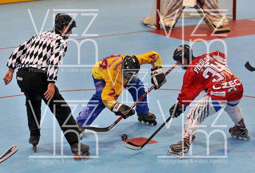 CALI - COLOMBIA - 28-07-2013: Partido de Hockey en Linea entre Colombia y Republica Checa durante los IX Juegos Mundiales Cali, julio 28 de 2013. (Foto: VizzorImage / Luis Ramirez / Staff). Match of Hockey in Line between Colombia and Czech Republic in the IX World Games Cali, July 28, 2013. (Photo: VizzorImage / Luis Ramirez / Staff).