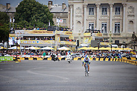 Svein Tuft (CAN/Orica-GreenEDGE) has a traditional go at it in Paris<br /> <br /> stage 21: Sèvres - Champs Elysées (109km)<br /> 2015 Tour de France