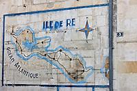 Europe/France/Poitou-Charentes/17/Charente-Maritime/Ile de Ré/Saint-Martin-de-Ré: Vieille carte de l'Ile  sur le mur d'une demeure