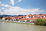 Ansicht der Altstadt von Maribor am Ufer der Drava (Drau) / view of the old city of Maribor on the banks of Drava river / 18.6.2011/ Foto: Robert B. Fishman, ecomedia,
