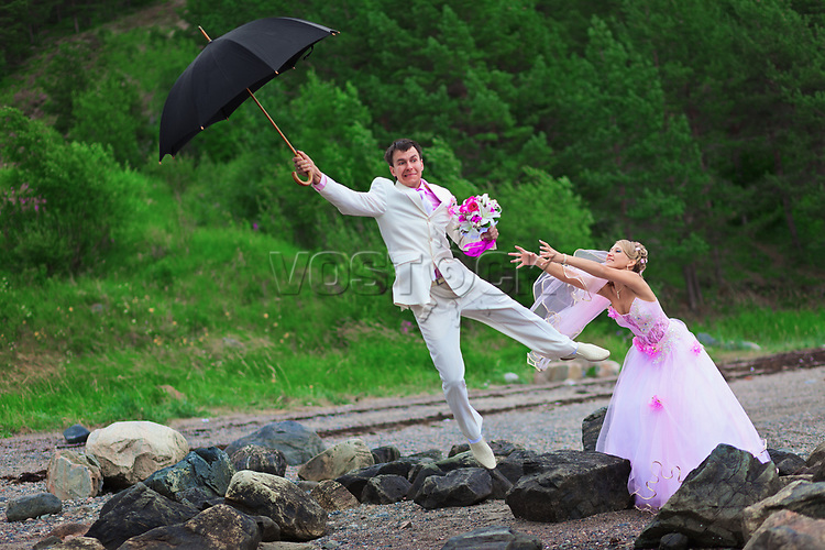 Groom with umbrella and bride - wedding joke