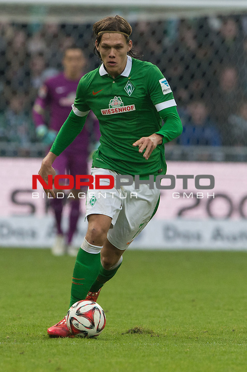 14.02.2015, Weser Stadion, Bremen, GER, 1.FBL. Werder Bremen vs 1. FC Augsburg, im Bild<br /> <br /> <br /> Jannik Vestergaard  (Bremen #7)<br /> Einzelaktion, Ganzk&ouml;rper / Ganzkoerper,<br /> <br /> <br /> <br /> Foto &copy; nordphoto / Kokenge