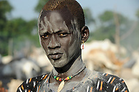 SOUTH SUDAN Bahr al Ghazal region , Lakes State, village Yeri cattle camp near Rumbek, with ash smeared Dinka warrior with Zebu cow / SUED-SUDAN  Bahr el Ghazal region , Lakes State, Dorf Yeri, mit Asche beschmierte Dinka Krieger mit Zebu Rindern im cattle camp bei Rumbek
