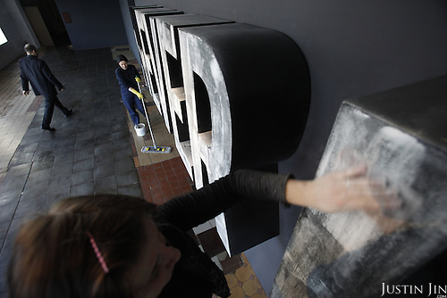 """Workers in Moscow prepare the art piece """"Never Hide"""" by Edward Fornieles at the opening of the show Natural Wonders, featuring 20 London-based artists. .Picture by Justin Jin."""