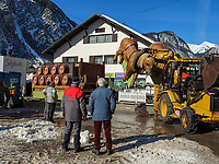 Zerstörung der Festwagen nach dem Nassereither Schellerlauf, Fasnacht in Nassereith, Bezirk Imst, Tirol, Österreich, Europa, immaterielles UNESCO Weltkulturerbe<br /> demolition of the floats after Nassereither Schellerlauf-Fasnacht, Nassereith, Tyrol, Austria Europe, Intangible World Heritage