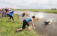 Nederland Schermerhorn 2016 07 10. Start van de jaarlijkse Prutmarathon door de modderige slootjes van de Mijzenpolder. Foto Berlinda van Dam / Hollandse Hoogte