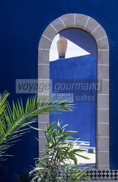 """Afrique/Maghreb/Maroc/Essaouira : Résidence """"Dar Mimosas"""" route d'Agadir, Détail architecture de la villa et du jardin"""