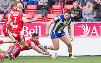 Picture by Allan McKenzie/SWpix.com - 04/03/2017 - Rugby League - Betfred Super League - Salford Red Devils v Warrington Wolves - AJ Bell Stadium, Salford, England - Salford's Greg Johnson and Warrington's Tom Lineham scramble for the loose ball.