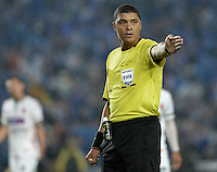BOGOTA - COLOMBIA -07 -02-2015: Juan Ponton arbitro señala un tiro de esquina durante del partido entre Millonarios y Patriotas FC por la fecha 2 de la Liga Aguila I-2015, jugado en el estadio Nemesio Camacho El Campin de la ciudad de Bogota. /Juan Ponton referee indicates a corner during the match between Millonarios and Patriotas FC for the  date 1 of the Liga Aguila I-2015 at the Nemesio Camacho El Campin Stadium in Bogota city, Photo: VizzorImage / Gabriel Aponte / Staff.